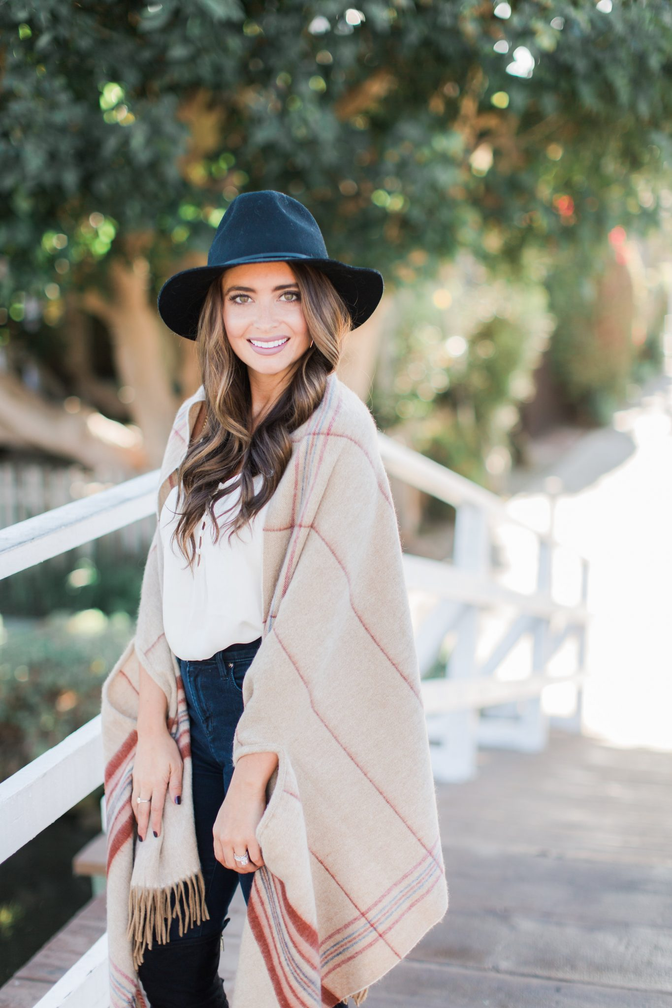 Maxie Elle - Madwell Cape - Madewell Sale Picks featured by popular Orange County fashion blogger, Maxie Elle